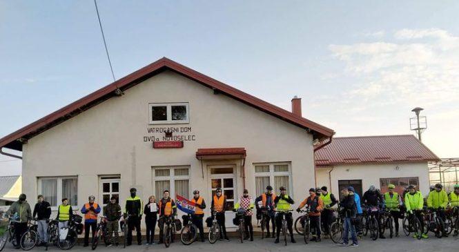 """Akcija """"Biciklom za Vukovar"""" doček i ispraćaj u Novoselcu"""