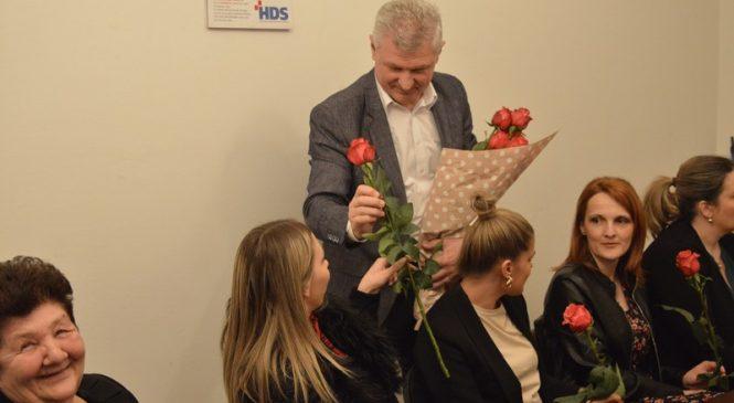 Branko Hrg podijelio ruže povodom Međunarodnog dana žena